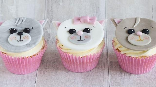 15 Cutesy Cat Cakes And Bakes