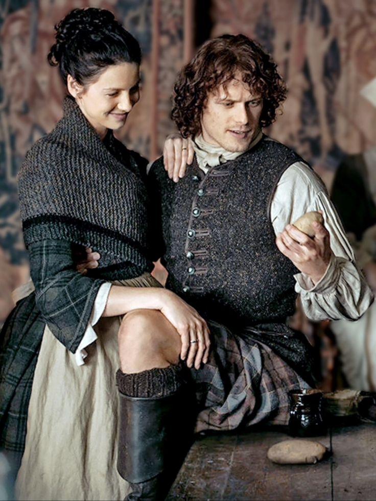 Claire Y Jamie y sus rodillas sexis!!!!