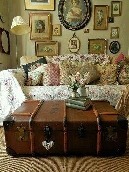 shabby livingroom.