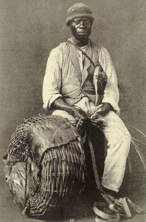 Cesteiro no Rio 1875 -  - Com a expansão das cidades, os escravos urbanos multiplicado em comércios especializados, tais como pedreiros, vendedores de frango, barbeiros e rendeiras. Eles vagavam de um lado para outro, carregando caixas, barris, móveis e, claro, as pessoas brancas.