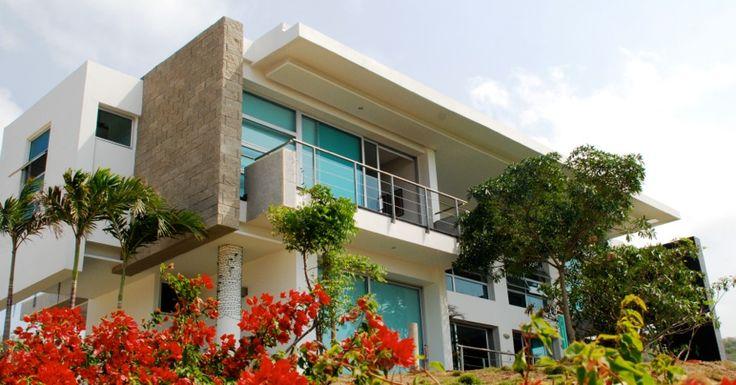 Hermosa casa campestre en venta en Pradomar Puerto Colombia. 335 m2 diseñados por el arquitecto Adolfo Schlegel. Amplios espacios, y vista del mar caribe.
