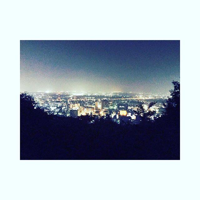 Instagram【manmarumiku】さんの写真をピンしています。 《岐阜旅行からの 金華山さすが 岐阜クオリティ #岐阜 #金華山 #夜景  #女子旅#bbq #アースシップ》