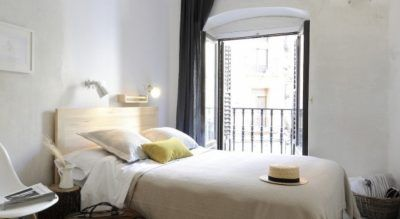 The Hat is the first Boutique Hostel in Madrid. Located in a palace in the best touristic area of the city, in Plaza Mayor, just 3 minutes on foot from Puerta del Sol, Gran Via and La Latina,