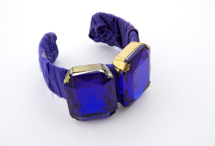 Bracelet with shantung silk and semi-precious stones