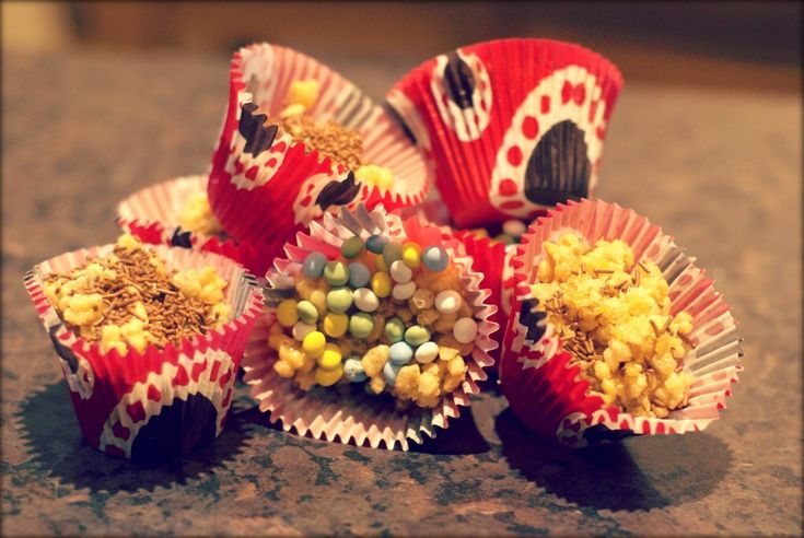 White Chocolate Rice Krispie Cakes. With added bling - Sticky Fingers