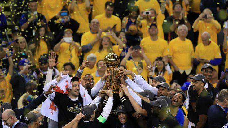 L'équipe de basket-ball Golden State a remporté, lundi, pour la deuxième fois en trois ans le titre de champion de NBA en battant Cleveland. Malgré un début de match difficile, les Californiens, portés par Kevin Durant, ont retrouvé leur trône.