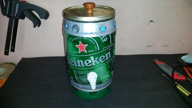 Como fazer um dispenser de bebidas usando barril de cerveja. http://oficinadoquintal.blogspot.com.br/2014/10/como-fazer-um-dispenser-de-bebidas.html