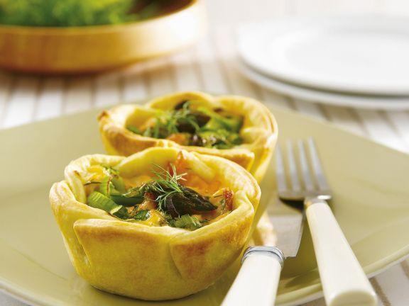 Lachs-Spargel-Pies ist ein Rezept mit frischen Zutaten aus der Kategorie Pastete. Probieren Sie dieses und weitere Rezepte von EAT SMARTER!