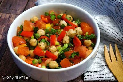 Salada de Grão de Bico com Tomate e Pimentão - Veganana
