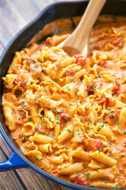 One Pot Chili Cheese Pasta - everything cooks in the same skillet, even the…