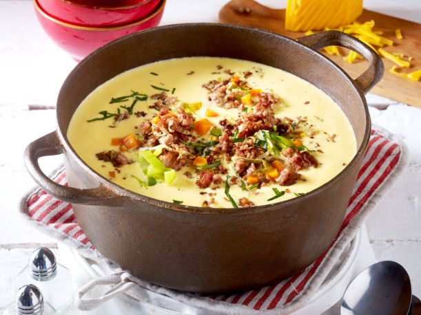 Unser beliebtes Rezept für Blitz-Käsesuppe mit Hack und Porree und mehr als 55.000 weitere kostenlose Rezepte auf LECKER.de.