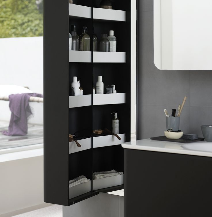 Stylish shelves with a front edge The spacious aluminium shelves offer you a great overview with plenty of room.