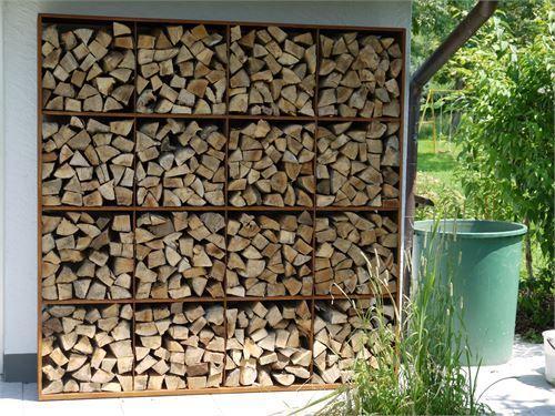 Holzregal 1083 aus Cortenstahl mit Oberfläche Edelrost