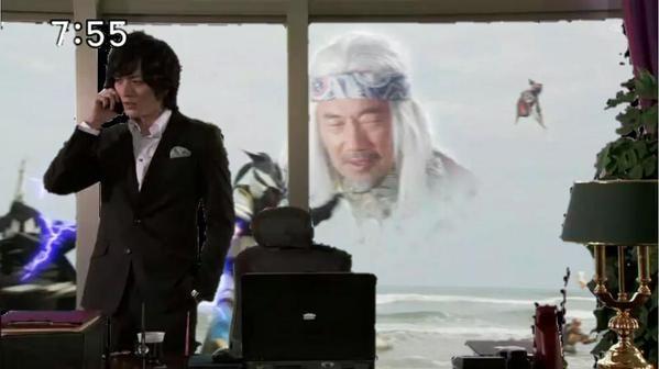 呉島主任クソコラグランプリのコラ画像「「何?海岸で竹中直人の顔が浮いてるだと?何を言っているんだ?」」