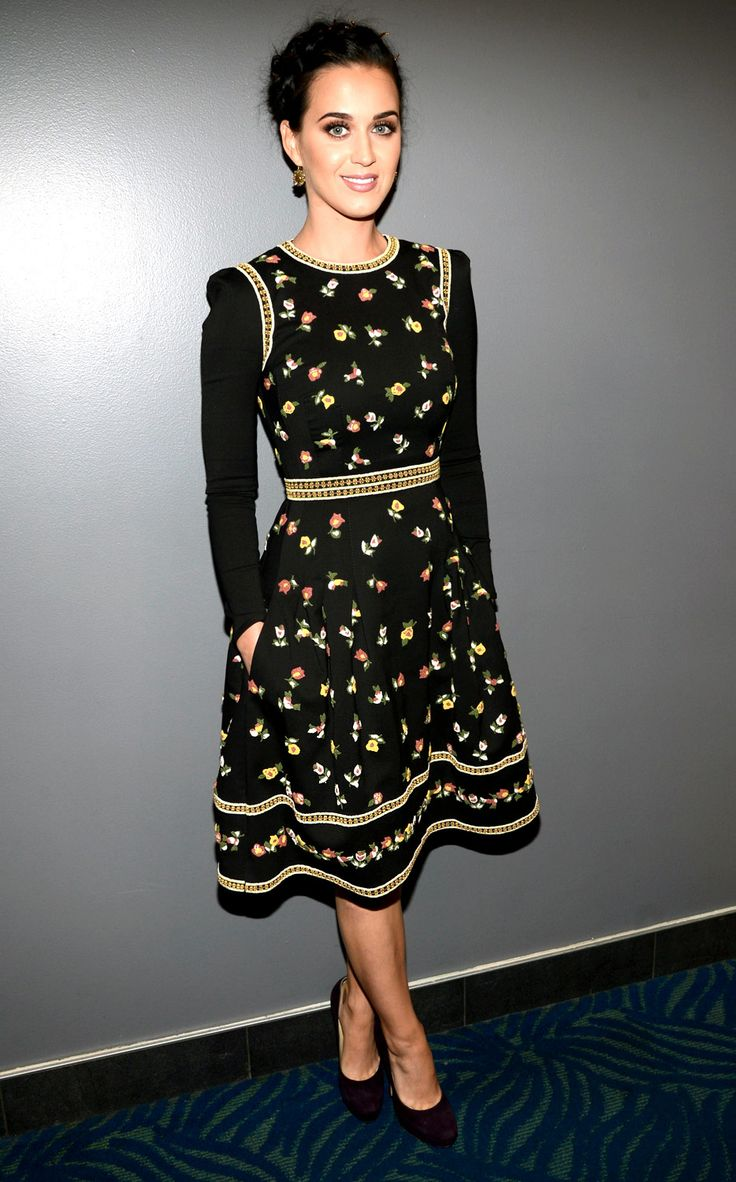 Cute dress, although the shoulders look like they're angry. (Katy Perry in Valentino at the 2013 People's Choice Awards)