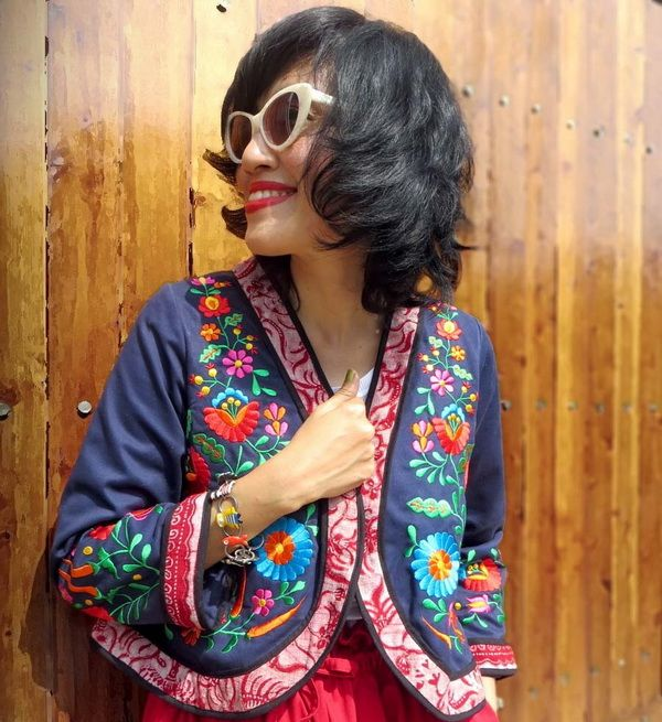 it's oh so true.when someone said style doesn't get more personal than designing the very clothes you want to wear.....I am wearing Batik Amarillis folklore jacket, it's such a unique jacket made in navy blue cotton with Hungarian Folk art embroidery and tenun batik gedog Tuban,elizabetH & James's *Benedict* cat eye sunglasses also cute  cHarm bracelet from Taratata bijox