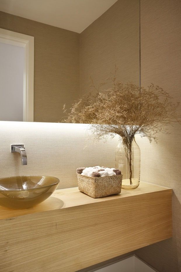 Bathroom: natural wood and perfect lighting |  Foto: Denilson Machado / MCA Estúdio