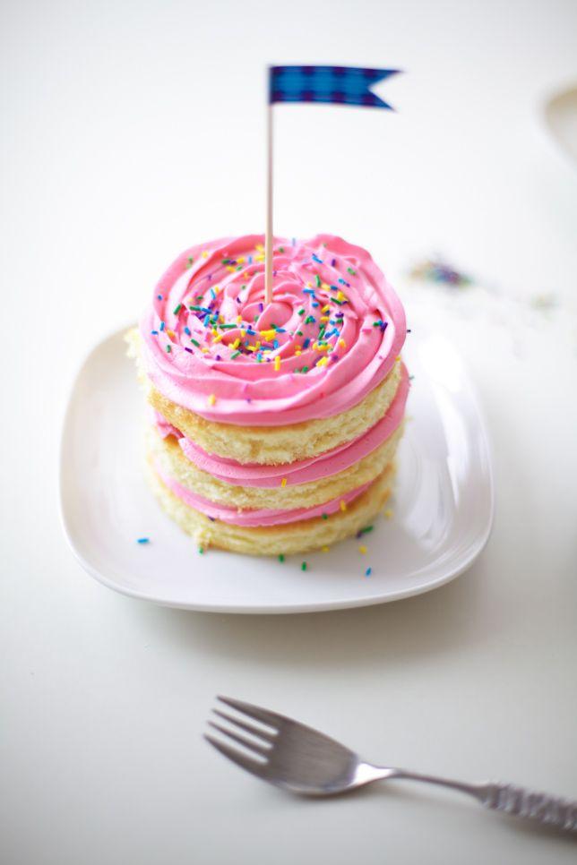 pink buttercream rosette mini cakes (mini cakes tutorial) - coco cake land