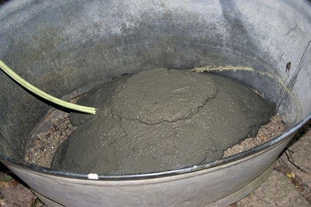 Lav et sødt fuglebad af beton, udformet som et smukt rabarberblad. Det er nemt og skægt, og resultatet er et unikt, romantisk fuglebad. Vi giver dig en trin-for-trin guide her, så du selv kan lave dit helt eget fuglebad!