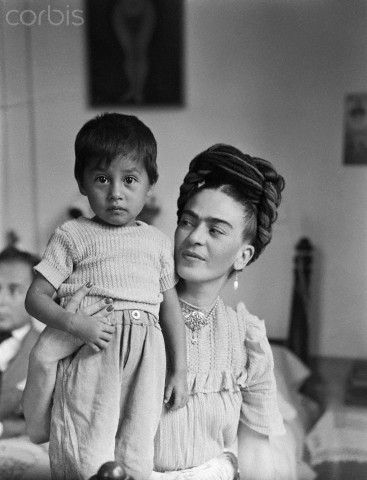 Frida with young child, 1944. Photo by Sylvia Salmi~Image © Bettmann/CORBIS)