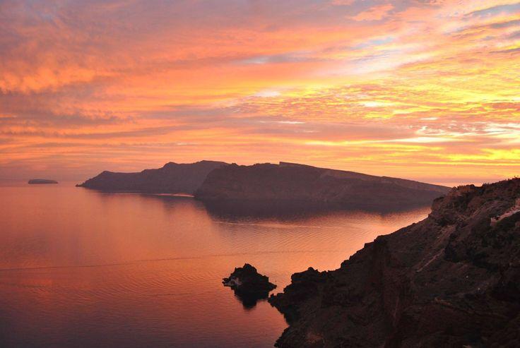 Amazing colors..  #Santorini #ArtMaisons #OiaCastle #Sunset