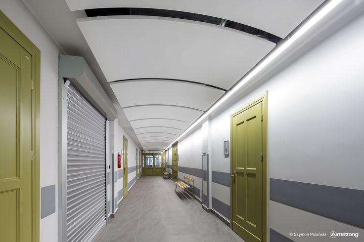 Gdański Uniwersytet Medyczny, Armstrong, sufity podwieszane, sufit akustyczny, ceiling, acoustic, edukacja, education, OPTIMA Canopy