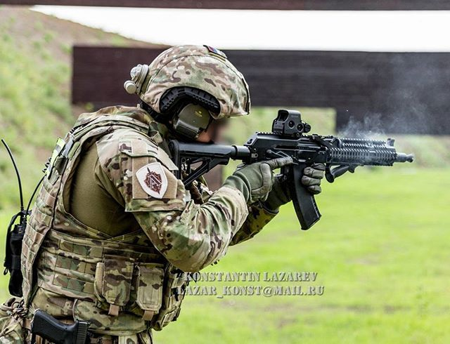 Short but deadly, Spetsnaz FSB Alfa operator firing his AK-105.| Спецназ ФСБ Альфа стрелять из АК-105.| 〰〰〰〰〰〰〰〰〰〰〰 Photo/фото via: Konstantin Lazarev ◾◾◾◾◾◾◾◾◾◾◾ Join the family @globalcombat @european.warfare @military.inst @russia_19the91_motherland @indian_armed_forces @world_of_armies @french_tactical  @serbian_specialforces @dutch_patriot