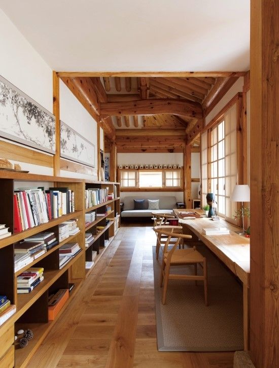 Study in a modified traditional housing built with Korean pine wood, Bukchon Hanok Village, Jongno District, Seoul, South Korea [550×725]