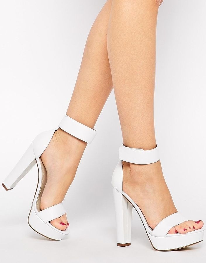 Sandalias de Tacón de Cuero Gruesas Blancas de Windsor Smith. De Asos.