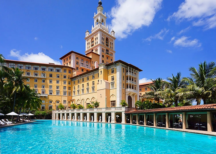 The Usa S Largest Hotel Pool With Histoirc Facade At Biltmore Miami Fl
