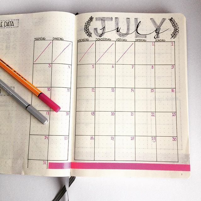 • BULLET JOURNAL • Mijn maandoverzicht voor de maand juli. Ik kom er steeds meer achter dat de minimalistische stijl het beste bij me past. Dus ook deze layout alleen zwart, wit, grijs en een klein beetje roze. | | | My monthly spread for July. The more I use my journal, the more I realise a minimal design is the way for me. So for this spread only black, white, grey and a touch of pink. | | | #invertido #bujo #bujo2017 #bujojuly #bujospread # bujomom #bujominimal #bujoaddict #monthlyspread…