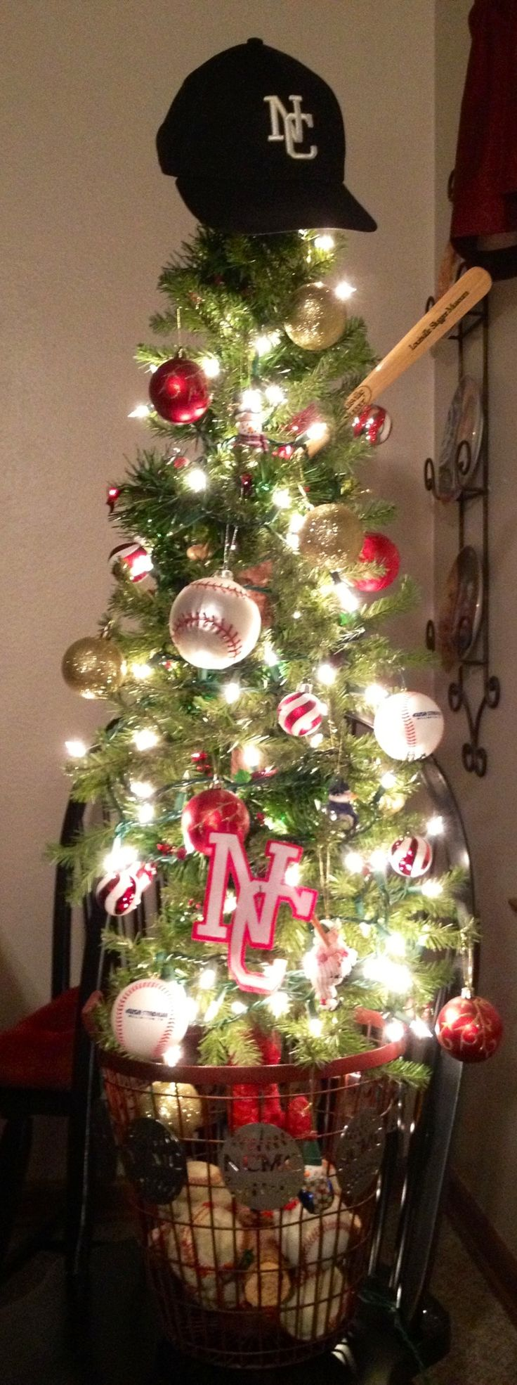 Christmas decor of the twin cities - Baseball Christmas Tree I Love It But Would Have To Be Red Sox