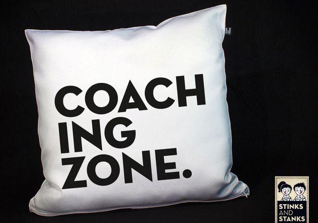 Kissen für Fußballfans und Fußballer, perfekt für die Spielauswertng auf dem Sofa. Geschenk kaufen von StinksAndStanks via DaWanda.com