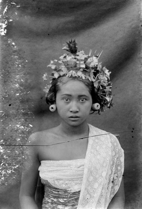 Indonesia, Bali ~ 1910, Balinese woman