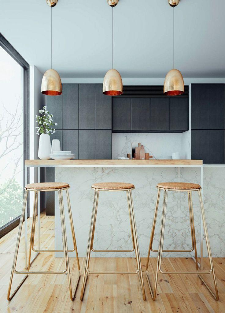 kcheninsel mit marmor arbeitsflche holz und hngeleuchten aus messing - Luxus Hausrenovierung Installieren Perfekte Beleuchtung