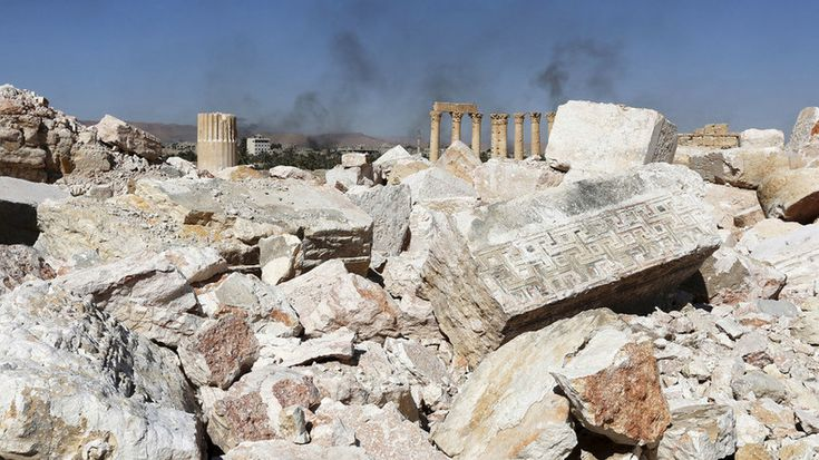 Après la fuite de Daesh, une nouvelle fosse contenant 150 corps affichant des blessures par balle et des traces de torture a été découverte lors d'opérations à Palmyre. Il s 'agit pour l'heure de la plus importante retrouvée dans l'antique cité.