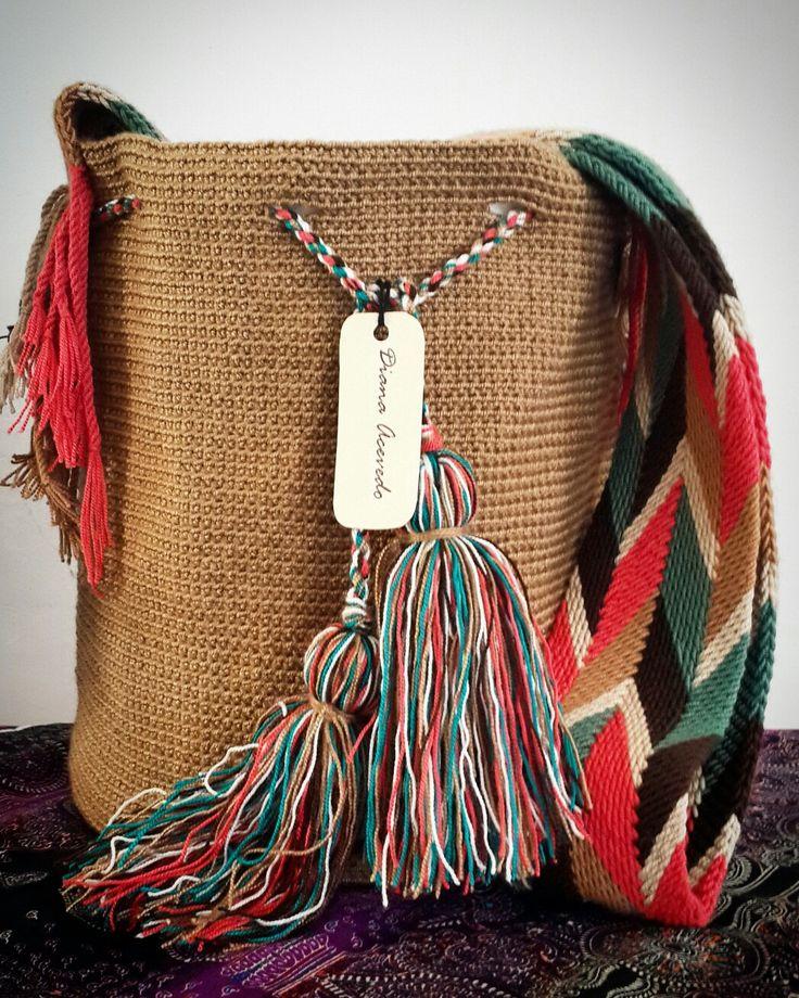 Mochila tejida en hilo guajiro.  Gasa wayuu.  Medidas: 24 * 28 cms. Instagram: @diana.aceved0
