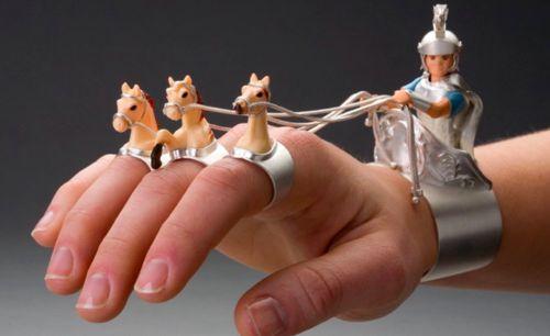 Chariot rider cuff-and-ring set by Monika Krol. (via Vie Culture)