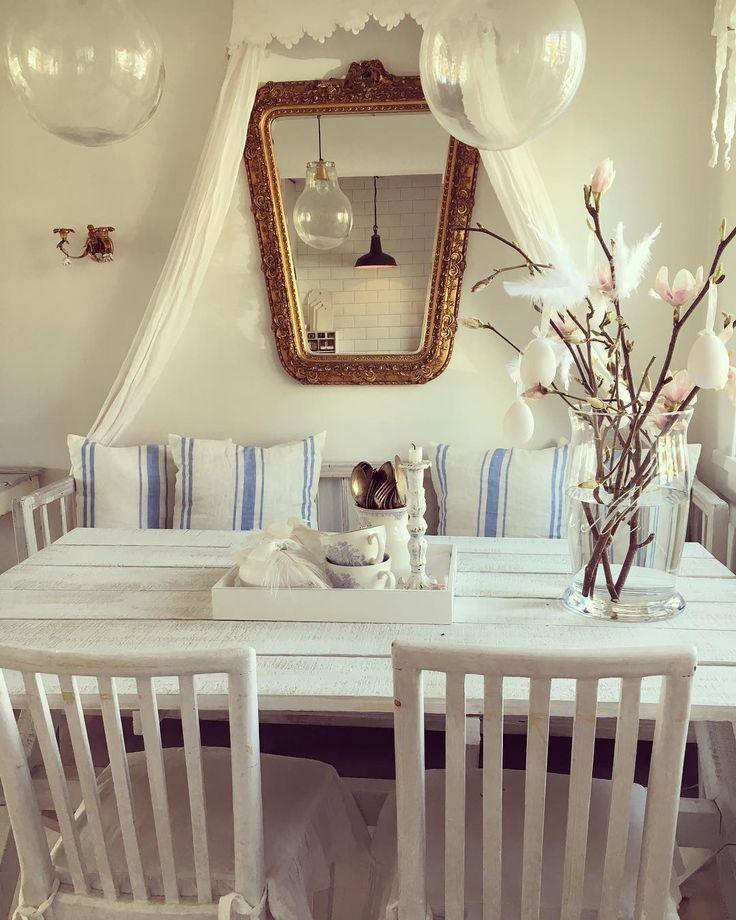 """40 aprecieri, 3 comentarii - Kaja Kristiansen (@dethviteliv) pe Instagram: """"Snart påske 🌿 #dethviteliv #fransklandstil #french #vår#påske#easter #spisestue#livingroom…"""""""