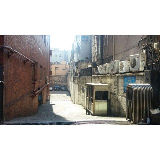 vutylife / #optimusg2 #phonecamera #snap #busan #부산 #서면 #sunshine / 부산 부산진 부전 / #골목 #설비 #길 / 2014 01 16 /