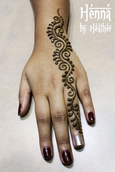 hand henna design one finger simple teardrops - beautiful!