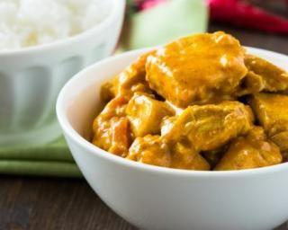 Curry de poulet minceur à la pomme : http://www.fourchette-et-bikini.fr/recettes/recettes-minceur/curry-de-poulet-minceur-la-pomme.html