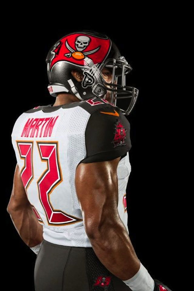 New Tampa Bay Buccaneers Jerseys! http://deadspin.com/tampa-bay-buccaneers-unveil-new-uniform-1535123193
