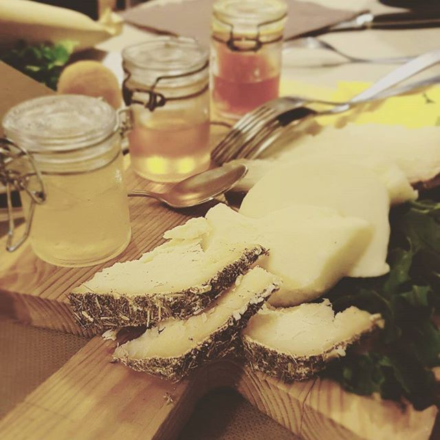 WEBSTA @ usitalianfood - Lemon, mandarin and orange marmalades are delicious with cheese!📷 by @terryte#foodgasm #italianfood #sicilianfood #eatbetterlivebetter #food #instafood #foodie #pizza #goodmorning #holiday #instagood #nyc #likeusjourney #newyork #yummy #tasty #cheese #delicious #foodporn #gift #foodbox #sicily #inspiration #cooking #marmalade #yum #foodlover #recipe #italy