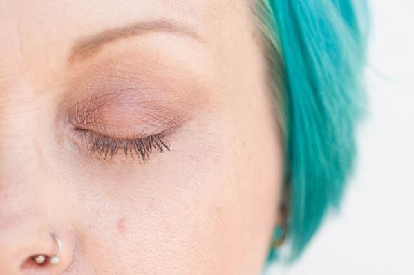 Irish Cream Pearlescent Pressed Mineral Eyeshadow by Batty's Bath - Vegan | Cruelty Free | Natural | Organic