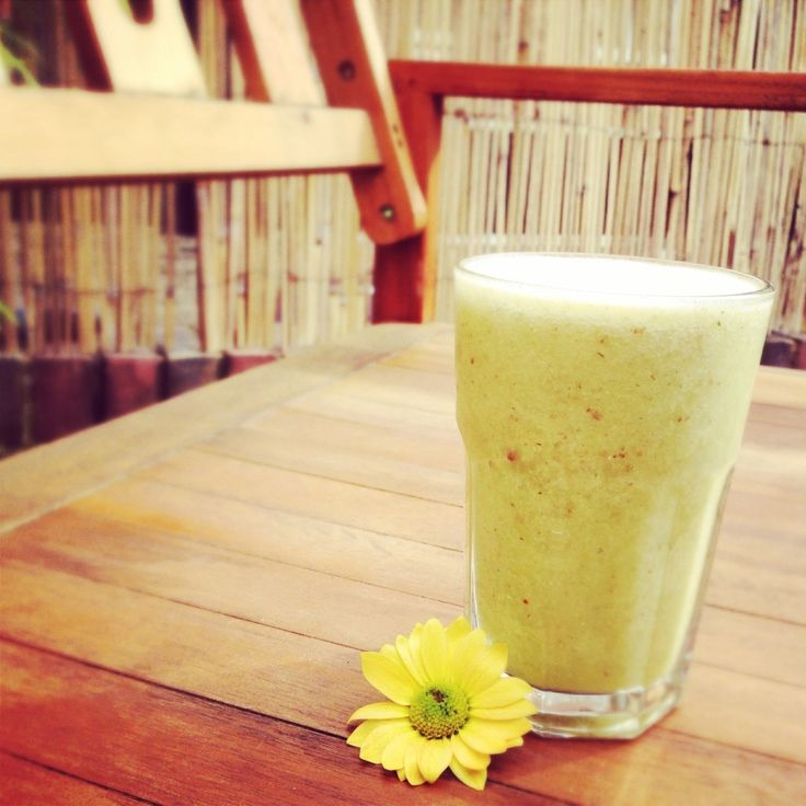 Power Glow Pineapple Smoothie with parsley and seeds