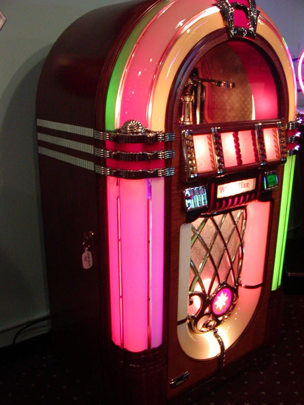 top 25 ideas about old jukeboxes on pinterest vinyls. Black Bedroom Furniture Sets. Home Design Ideas