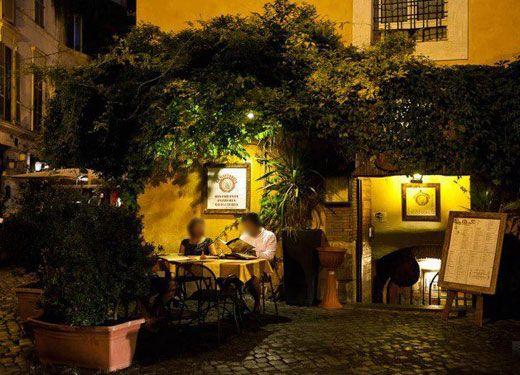 """Il ristorante """"La Gattabuia"""" è situato in Via del Porto 1, tra il lungotevere di Ripa e Porto di Ripa grande, nel cuore della vecchia Trastevere in una splendida taverna seicentesca un locale che si articola su tre sale tutte con volte, archi e mattoncini in cotto. http://www.allrome.it/listings/ristorante-la-gattabuia/"""