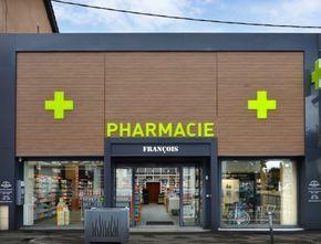 Finaliste Lyon Shop Design 2015 Une ambiance qui a de l'allure La pharmacie François est aujourd'hui installée dans un ancien garage entièrement rénové. Avec plus de 500m² de surface, les différents univers pharmaceutiques sont parfaitement segmentés, le but étant de mettre l'accent sur l'offre globale. Tout a été pensé pour faciliter le parcours visuel du …