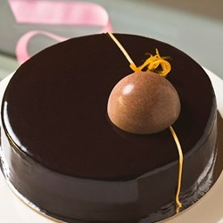 My favourite pastry chef duo Burch & Purchese produce the most beautiful looking desserts. This ones called #CHOCOLATE - MANDARIN - SALTED CARAMEL